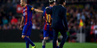 Getty Images Foto:Andrés Iniesta tuvo que consolar a su lastimado compañero.