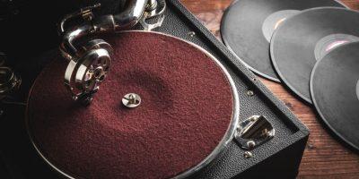 ¿Nostálgico de la música en vinilo? Consigue LP's y 45's desde Q20