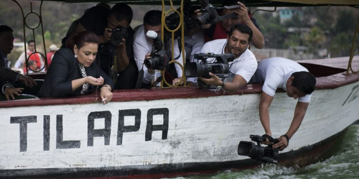 "Juez cita a ex vicepresidenta Roxana Baldetti en el caso del ""Agua mágica"""