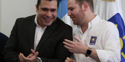 El alcalde de Mixco, Neto Bran, habla con el diputado Álvaro Arzú Escobar Foto:Facebook