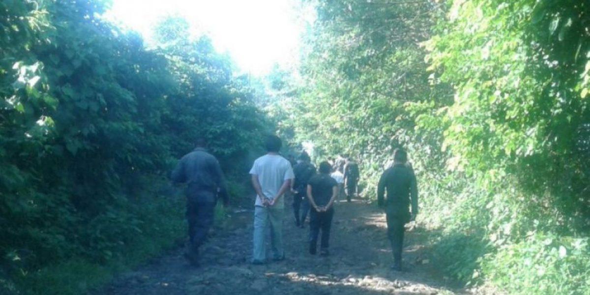 ¿Por qué estos reos van por un camino de terracería en Mazatenango?