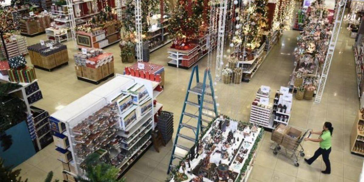 Negocios se preparan para la época navideña