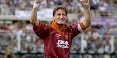 En 1997 toma la jineta de capitán de la Roma y no la suelta más. No por nada es Il Capitano de la Roma. Foto:Getty Images
