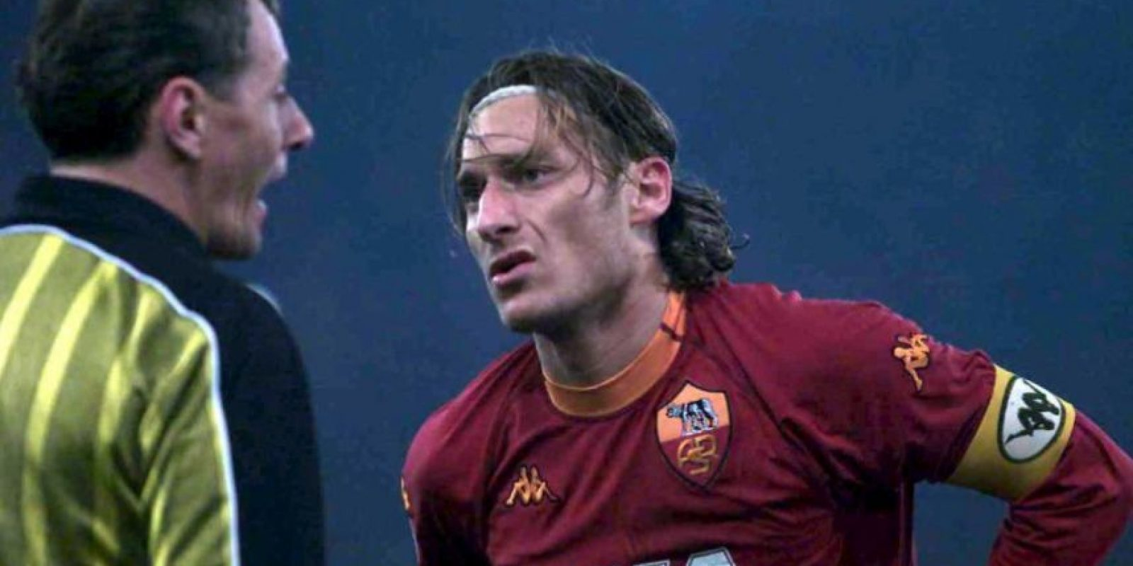 Muchos cuestionaron la decisión de Francesco Totti de rechazar la oferta de Real Madrid. Sin embargo, ese fue un año que el jugador nunca olvidará y cuando se coronó campeón con la Roma de la Serie A, cortando una racha de 19 años sin títulos. Además ganaron la Supercopa de Italia. Foto:Getty Images