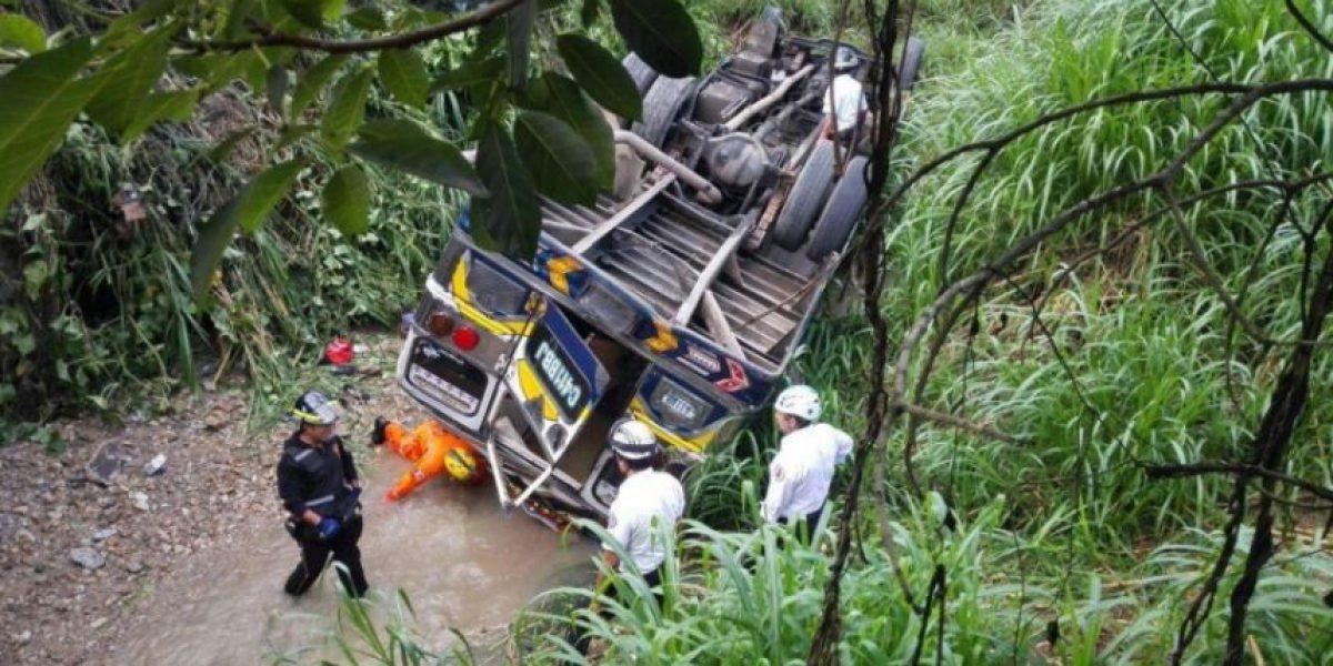 Piloto de autobús accidentado en barranco de San Pedro Ayampuc huyó