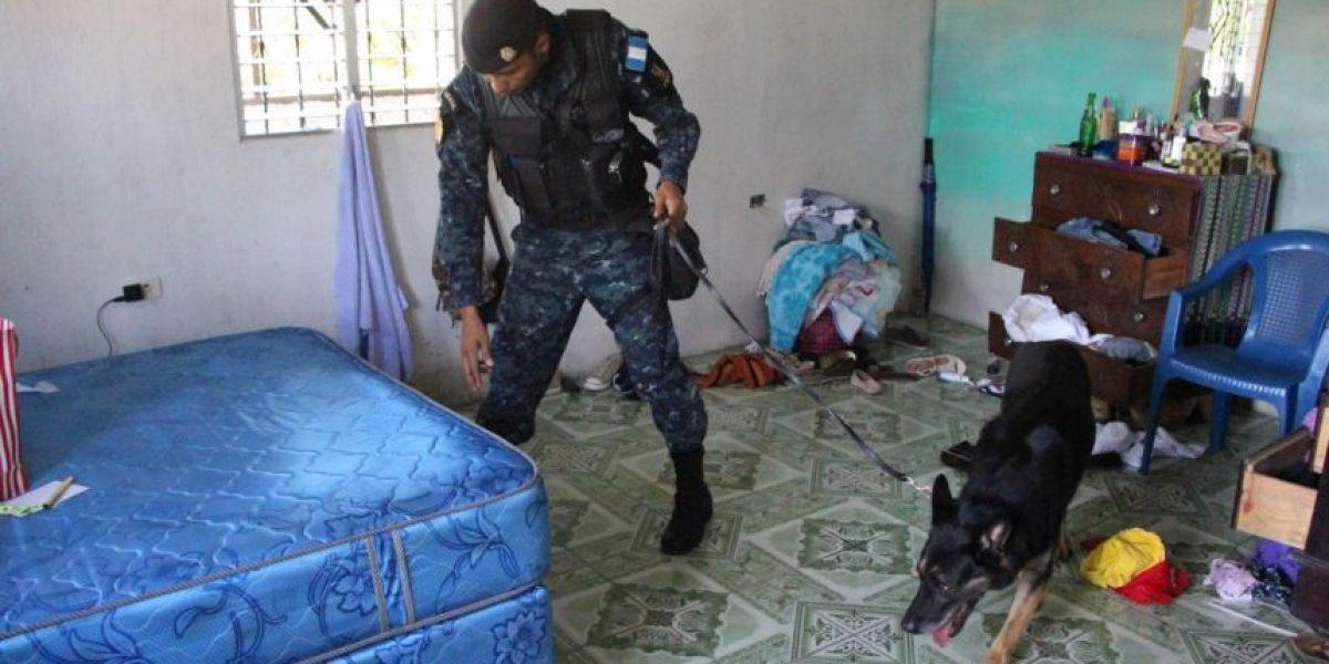 Localizan Q100 mil y cocaína tras allanamientos en Gualán, Zacapa