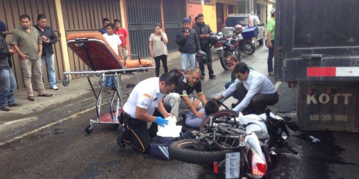 Motorista pierde la pierna en triple colisión en la zona 11