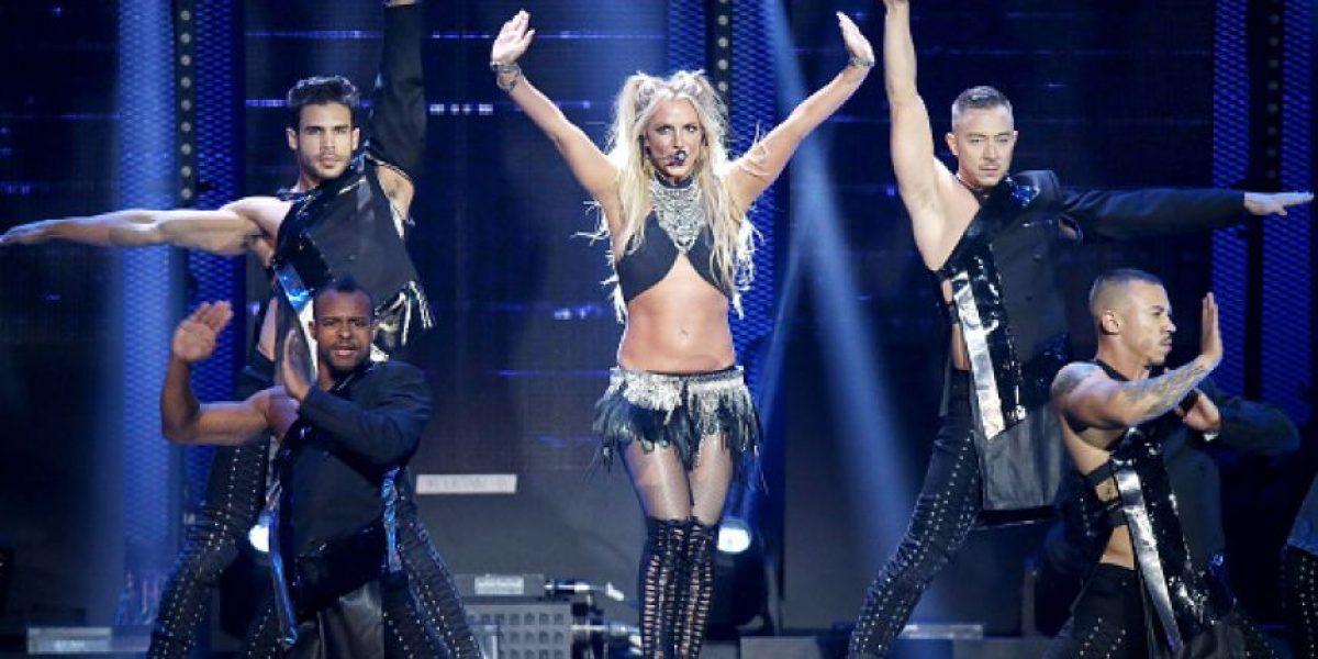 VIDEO. El error de Britney Spears y su bailarín en pleno escenario y la critican en redes