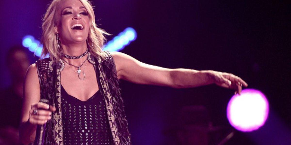 Carrie Underwood llama la atención en pleno show por la extraña apariencia de sus rodillas