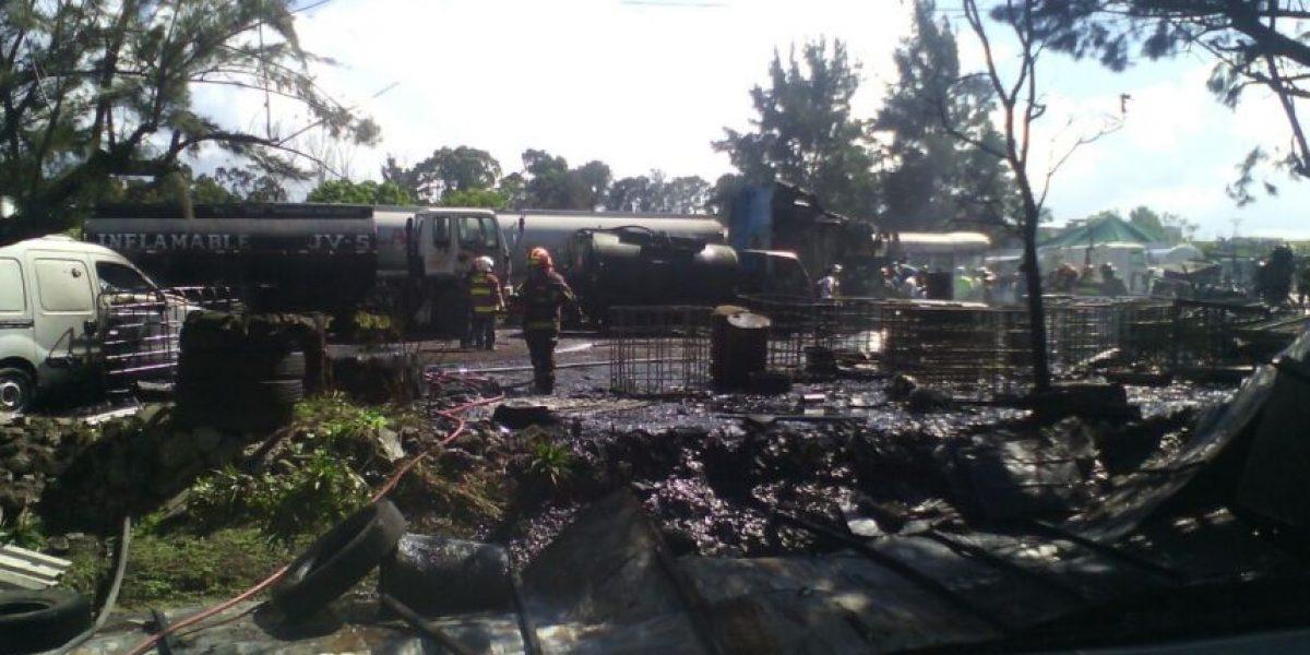 Incendio en predio de vehículos de la zona 1 deja un herido