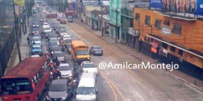 Derraman material en calle Martí y un fétido olor persiste en el lugar