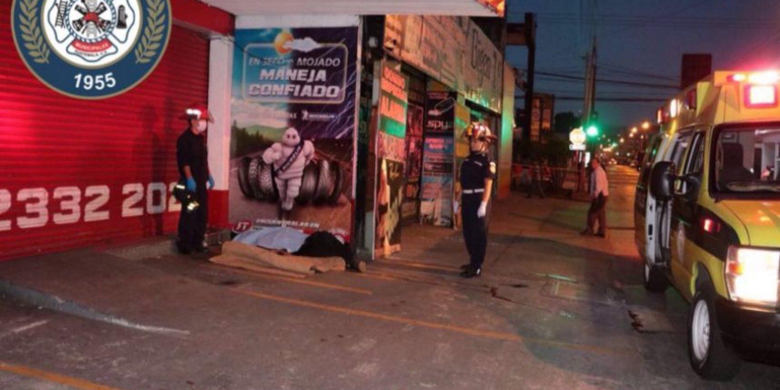 Indigente muerto en la zona 9. Foto:Cortesía