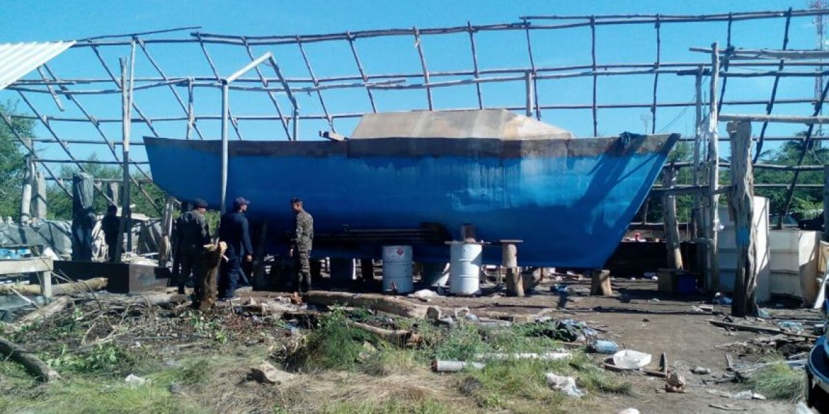Fotos. Descubren un sumergible artesanal con capacidad para trasladar hasta 5 toneladas de droga