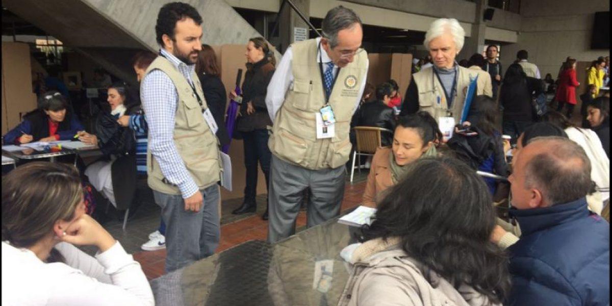 Álvaro Colom encabeza la misión de observación de la OEA durante el plebiscito en Colombia