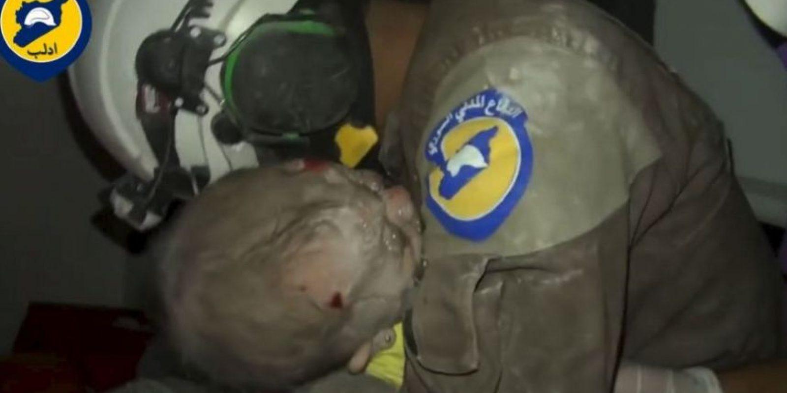 Su rescate fue ampliamente celebrado por los Cascos Blancos. Foto:AFP