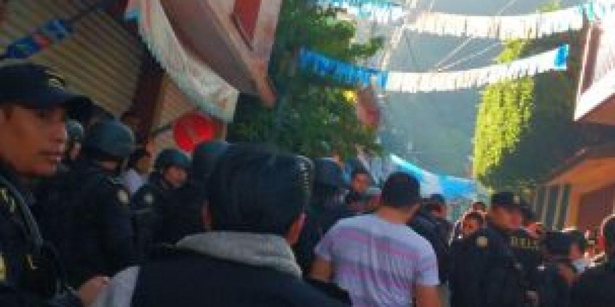 Turba evita captura de supuesta cabecilla de red de lavado de dinero en La Mesilla, Huehuetenango