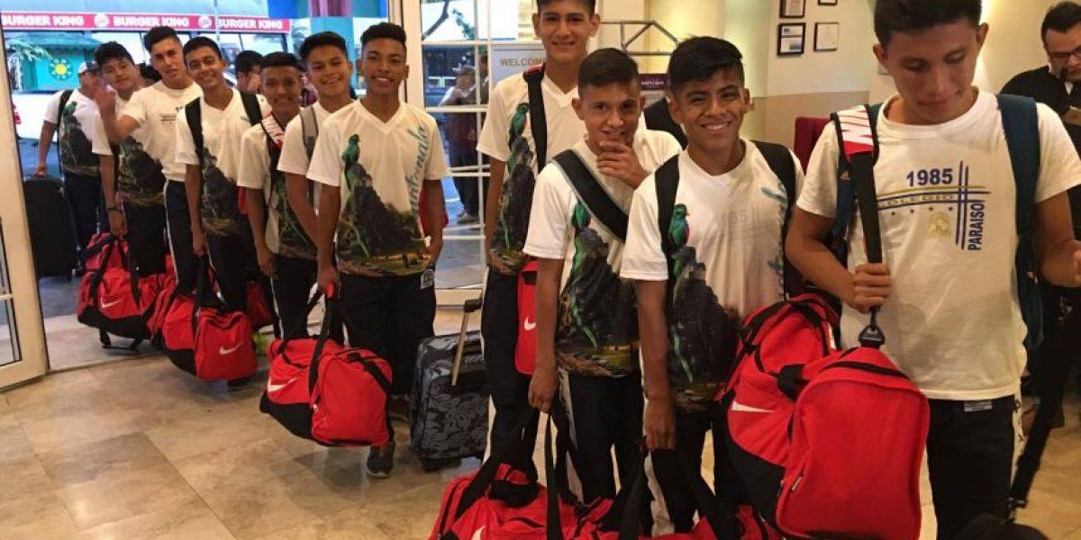 Alumnos del colegio Paraíso de Retalhuleu recibirán clínica de futbol con exmundialista Sergio Goycochea