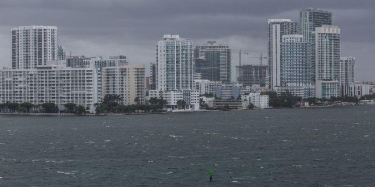 Jimmy Morales alerta a guatemaltecos residentes en Miami por llegada del huracán Matthew