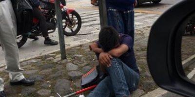 Entre la polémica de violencia, surge denuncia de agresión a un menor en pleno semáforo