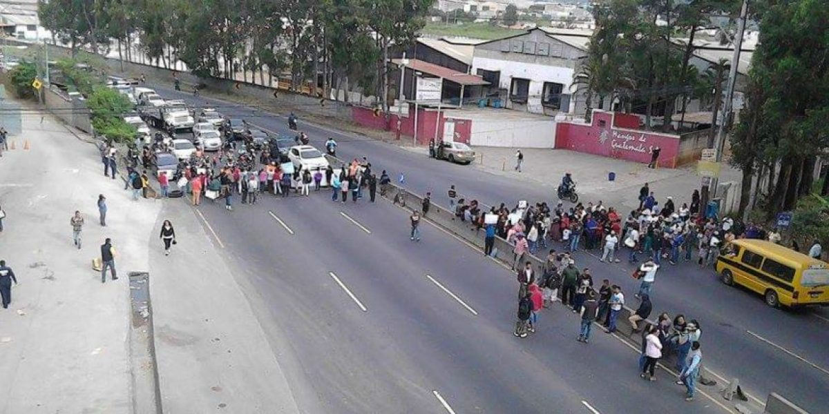 Rechazan cárcel en Villa Nueva con bloqueo en ruta al Pacífico