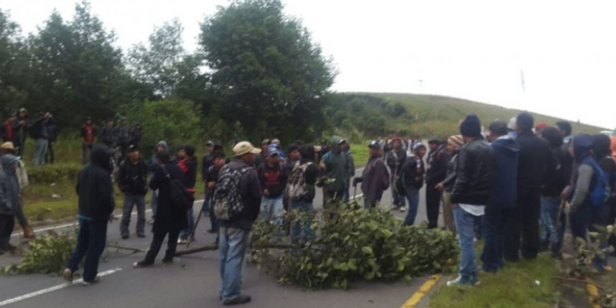Persiste bloqueo en la ruta Interamericana occidente para exigir reparación de carretera