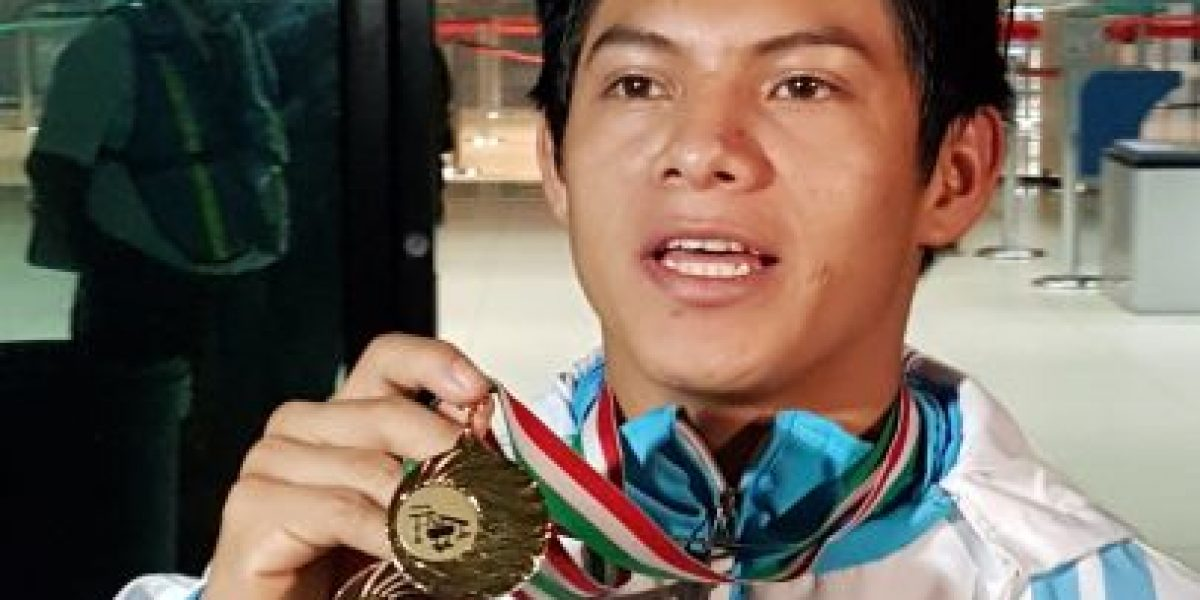 VIDEO. Como héroe reciben a Jorge Vega campeón en Copa del Mundo