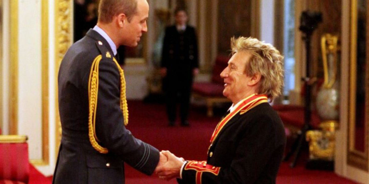 Rod Stewart es nombrado Sir en el Palacio de Buckingham