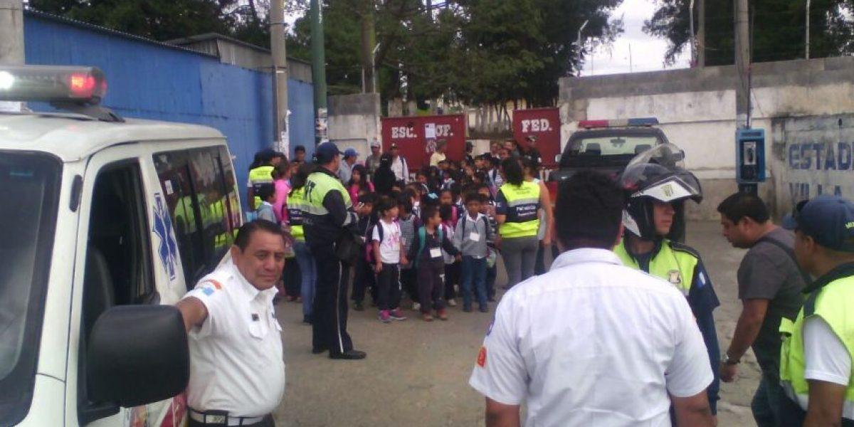 Amenaza de bomba en escuela de Mixco obliga a la evacuación de niños y maestros