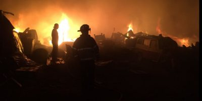 Incendio de bodega en Ciudad San Cristóbal, Mixco, deja solo daños materiales