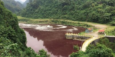 El INDE se desliga de la contaminación del río Samalá que se tiñó de rojo