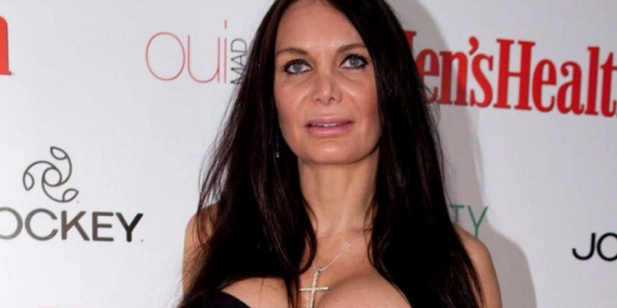 Video: Presentador desnuda a famosa en pleno programa