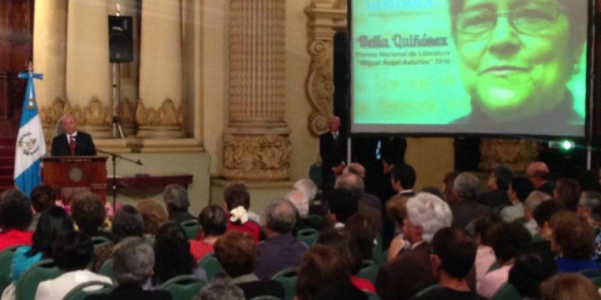 """Delia Quiñonez recibe el Premio Nacional de Literatura """"Miguel Ángel Asturias"""""""