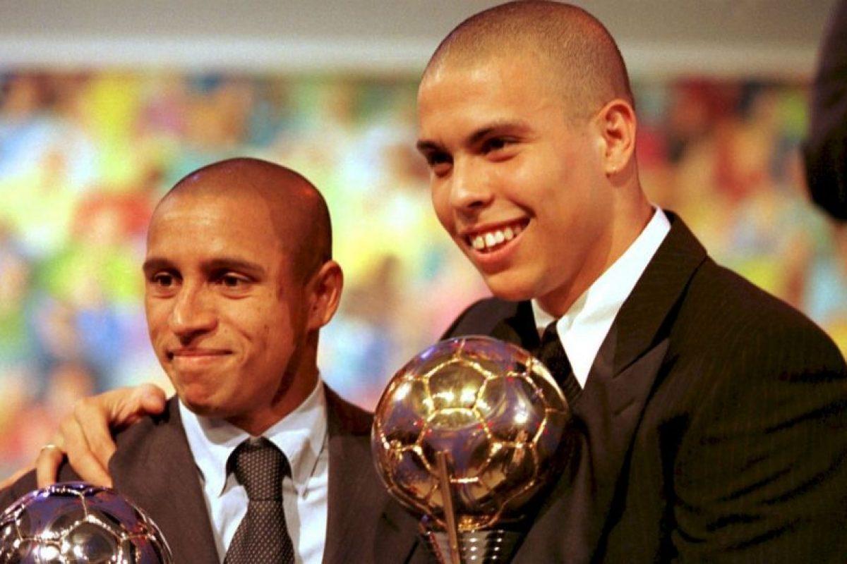 Getty Images Foto:Roberto Carlos le salvó la vida a Ronaldo en el Mundial de Francia 1998.
