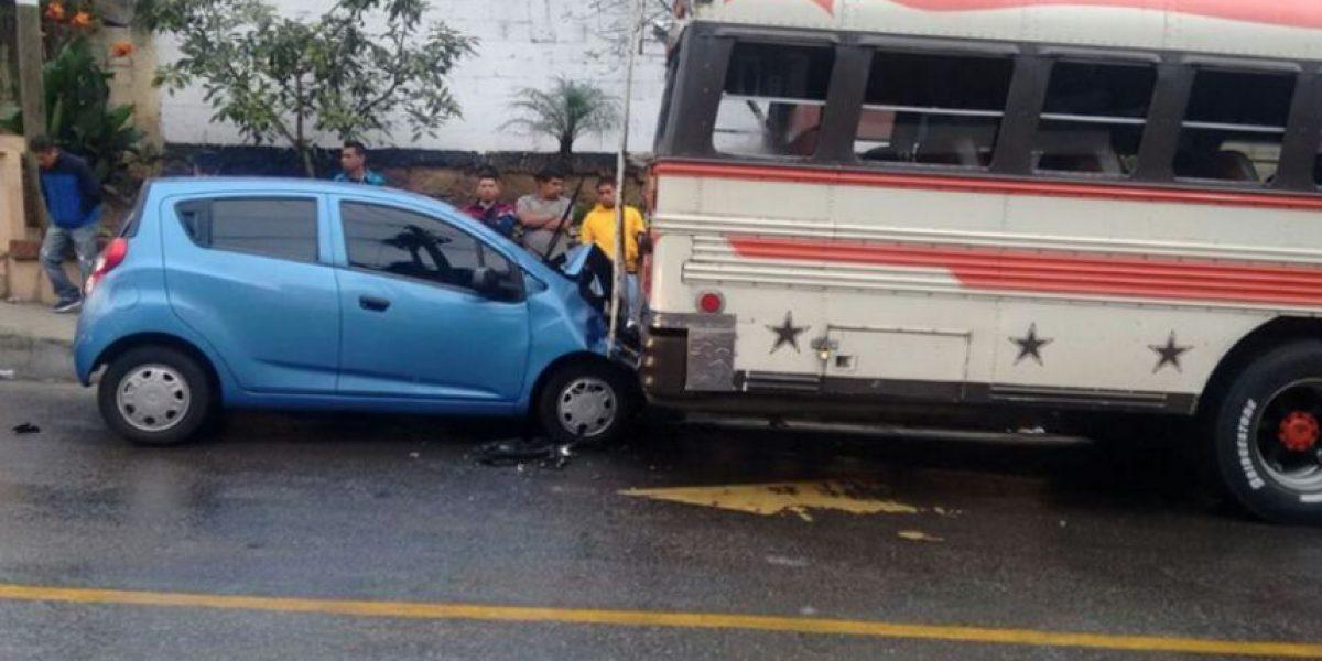 Conductores pierden el control, colisionan y afectan el tránsito tras lluvioso amanecer en la capital