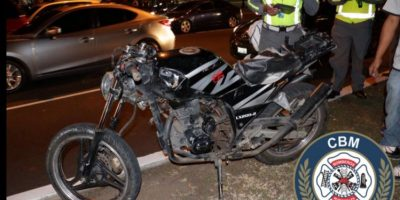 Asaltantes en motocicleta son atropellados por automovilista