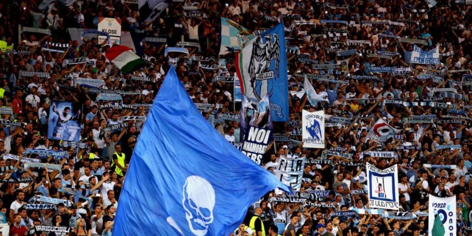 Getty Images Foto:La hinchada de la Lazio es famosa por ser ultraderechista y seguidora del fascismo de Benito Mussolini. Es así como en su sector del estadio se pueden ver esvásticas o a sus hinchas realizando el saludo fascista del ex dictador italiano. Además, sus ataques racistas no tiene límites.
