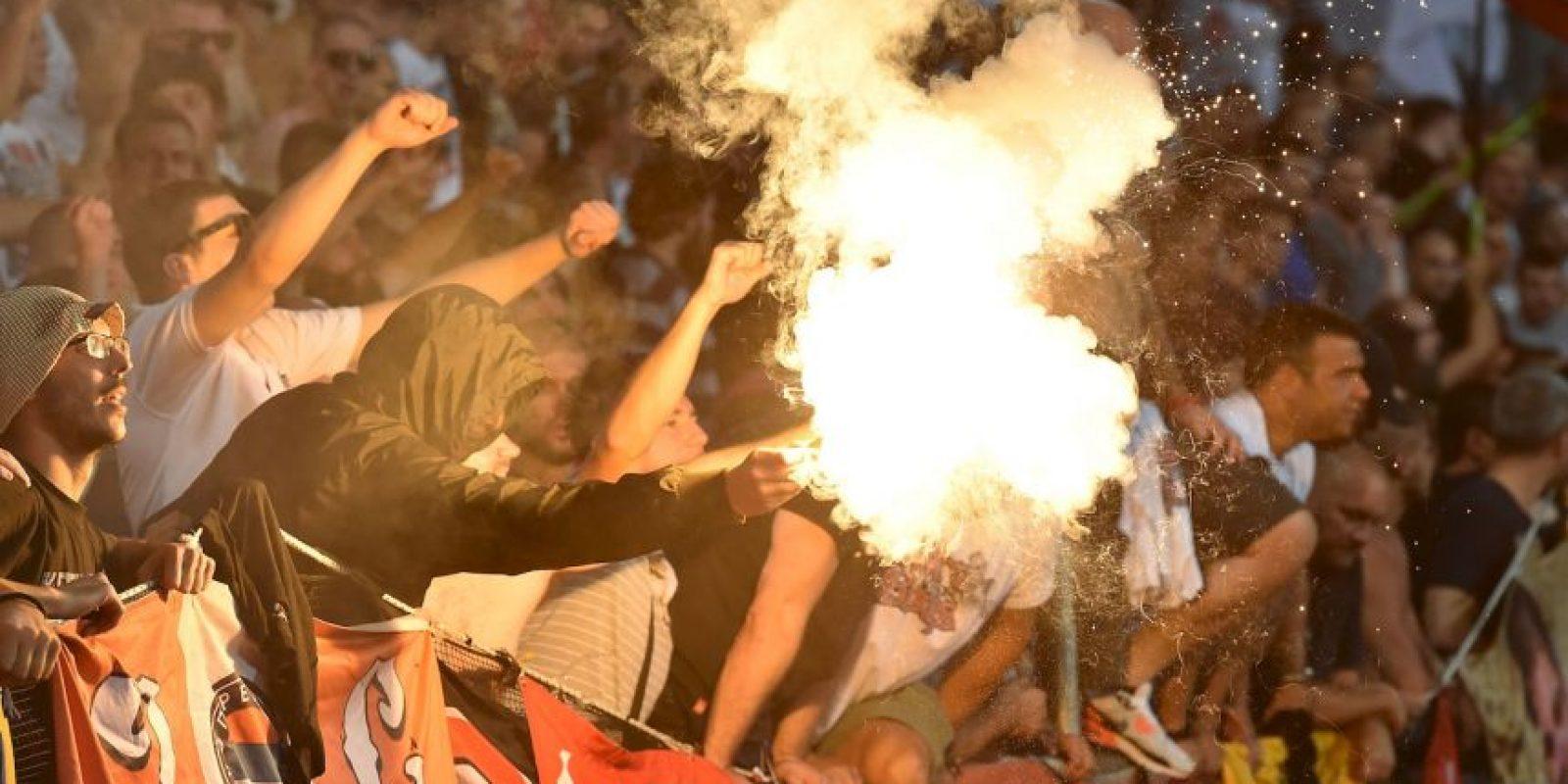 Getty Images Foto:La hinchada del Estrella Roja es reconocida por su violencia. Son conocidos por su vínculo con el famoso 'Tigre Arkan' y ser parte de las tropas que pelearon en las Guerra de los Balcanes. Los clásicos con Partizan suelen traer peleas entre ambas barras