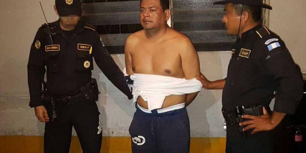 El prófugo y líder de una temida pandilla que fue detenido en Guatemala es entregado a la Policía de El Salvador