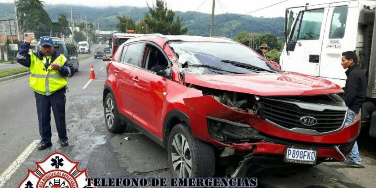 Triple colisión en ruta Interamericana occidente deja cuatro heridos