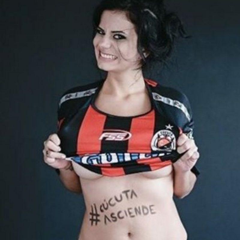 Instagram Foto:Ale Omaña. Se desnudó por el ascenso del Cucuta en Colombia