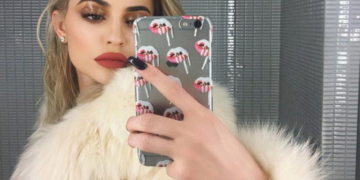 Kylie Jenner sorprende a fans con sugerente foto frente al espejo