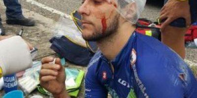 ¡Fuerte caída! Tres ciclistas quedan fuera de la Vuelta y son llevados a un centro médico