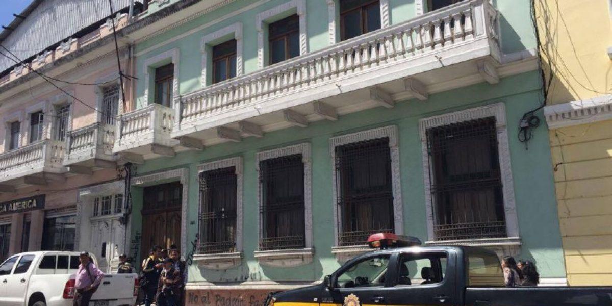 El MP allana la Casa del Maestro, en la zona 1, sede del sindicato que dirige Joviel Acevedo