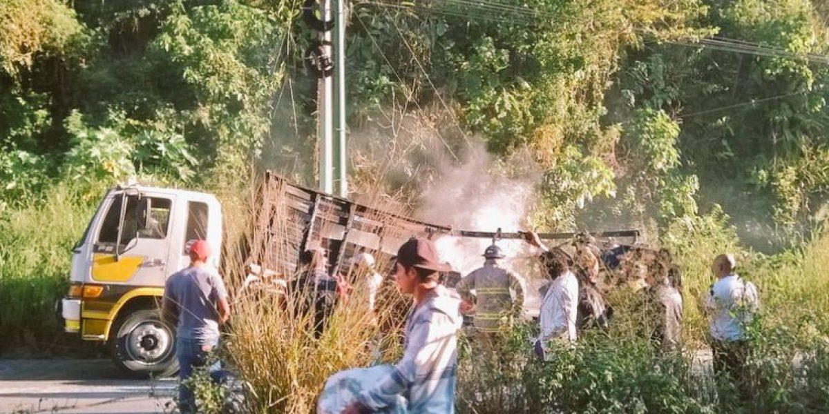Reportan incendio de un camión en ruta a El Salvador