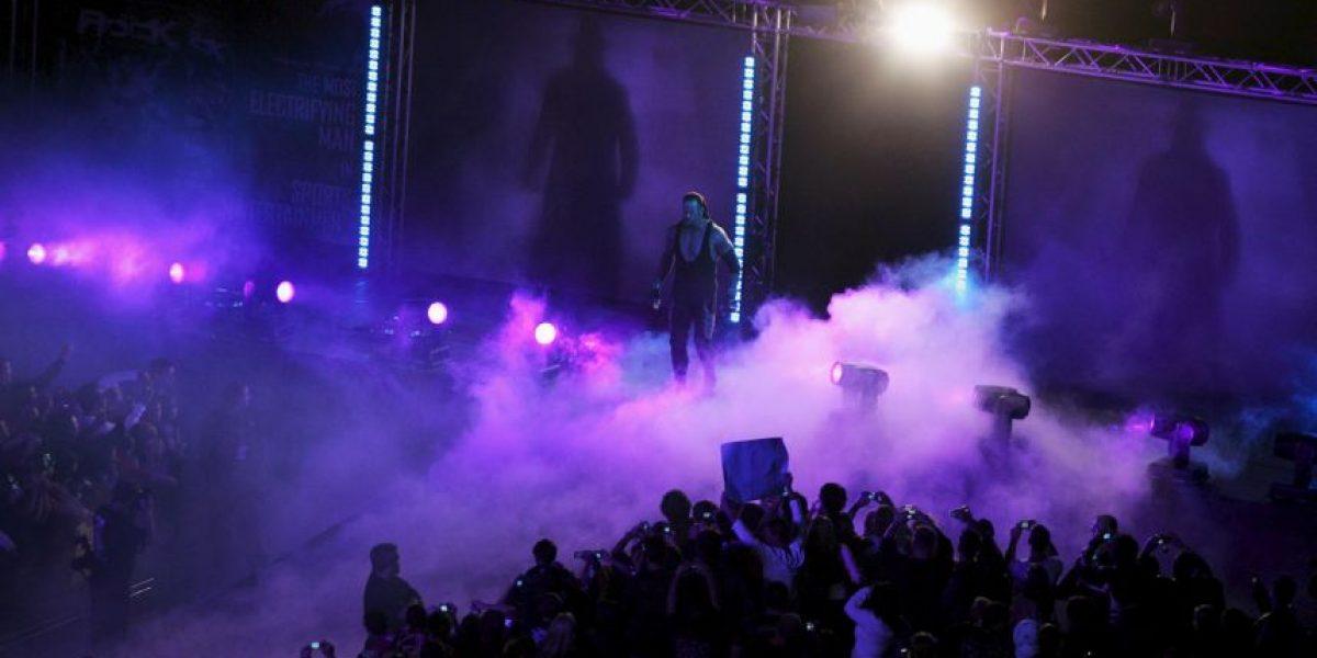 Undertaker aparece en la NBA para apoyar a LeBron James