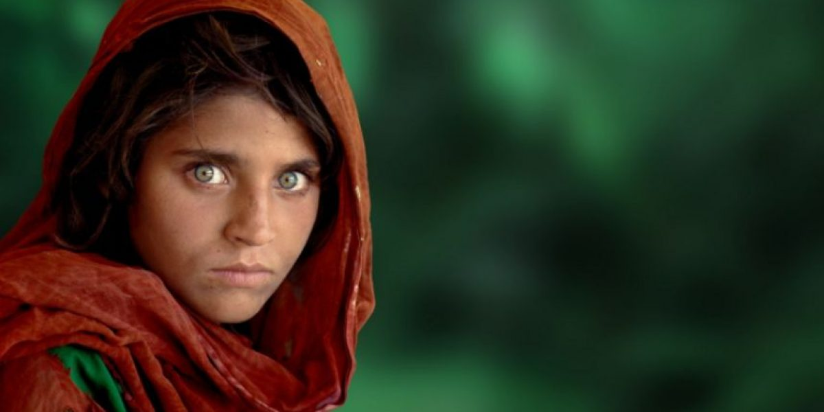 Arrestan a la famosa niña afgana de la portada de