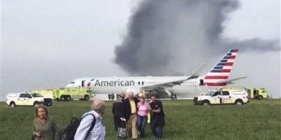 Avión se incendia en aeropuerto de Chicago y deja 8 heridos