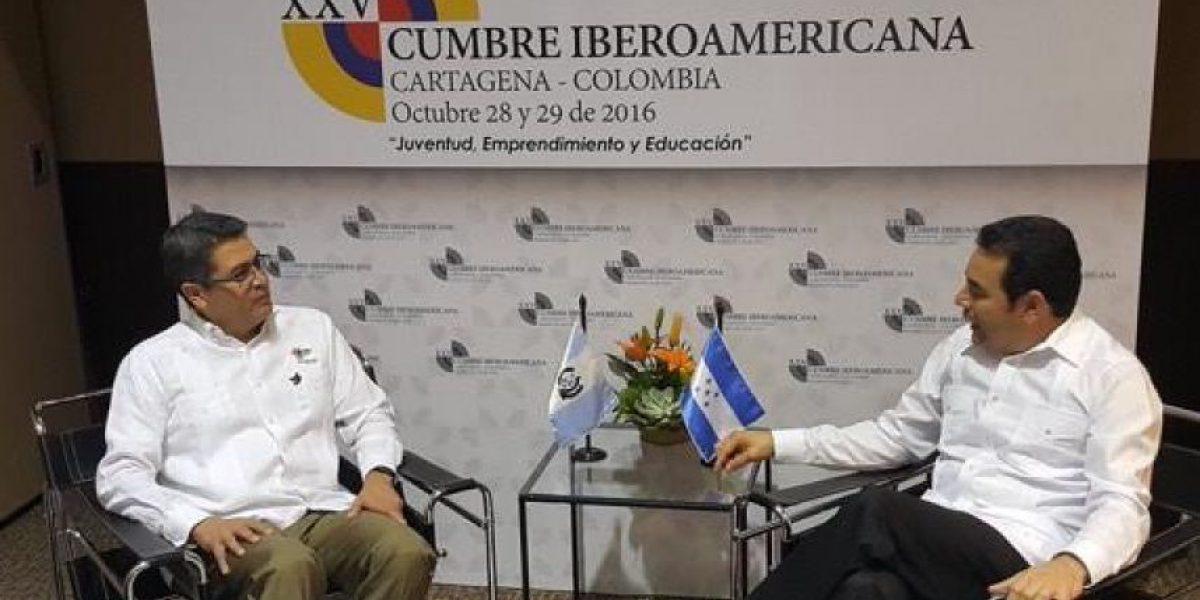 Presidente Jimmy Morales arriba a Cartagena de Indias