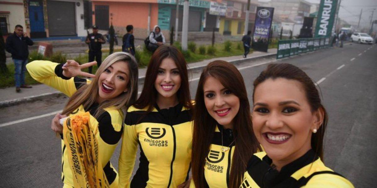 """Las """"selfies sexy"""" de las modelos de la Vuelta a Guatemala elevaron la temperatura en Xela"""