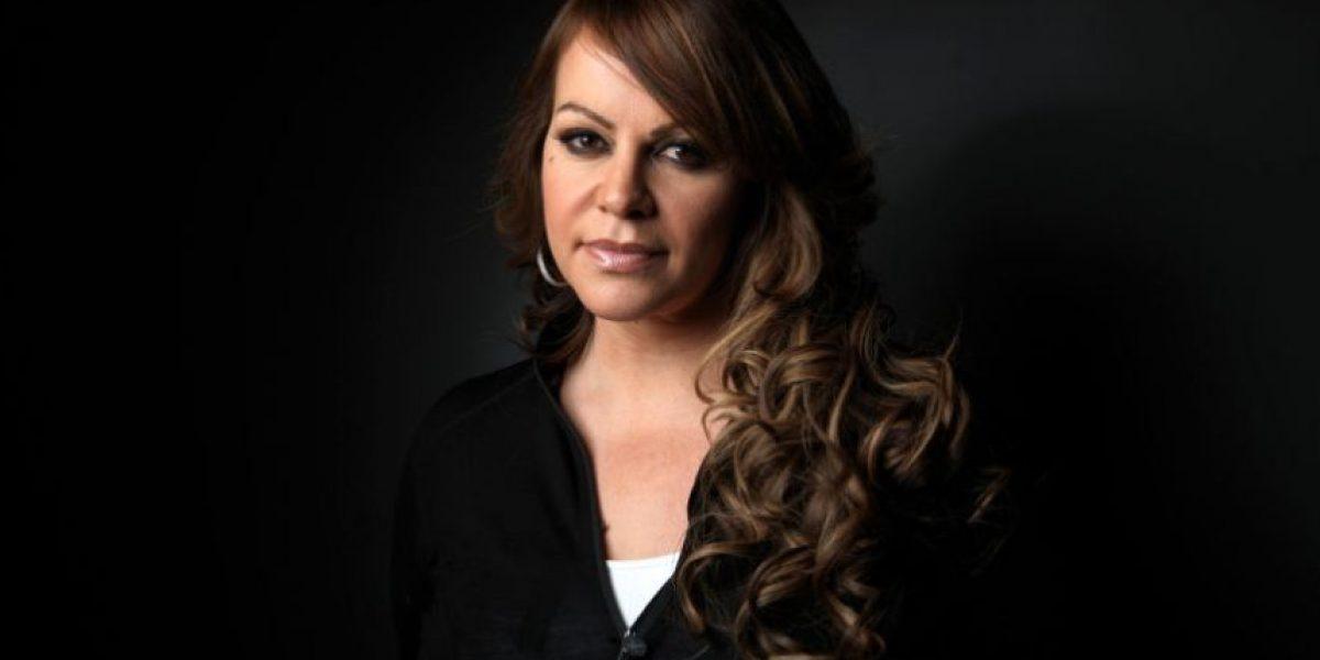 VIDEO: Proyectan holograma de Jenni Rivera en cementerio de Los Ángeles
